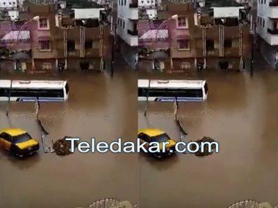 Vidéo - Oh mon Dieu ! Un bus TATA rempli de passagers bloqué par l'inondation