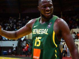 Vidéo- Youssoupha NDOYE explose le panier sur un dunk