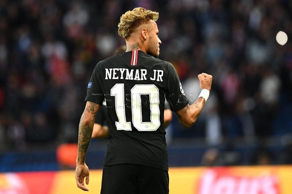 Mercato – PSG : le Paris Saint-Germain aurait posé un ultimatum au FC Barcelone pour Neymar