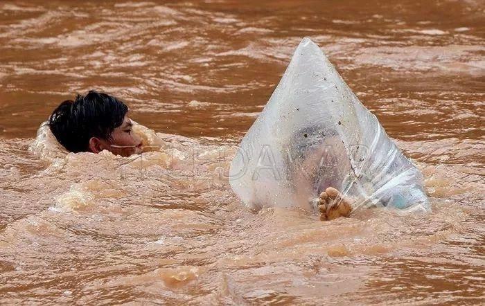 Photos - Le calvaire de ces enfants vietnamiens pour aller à l'ecole