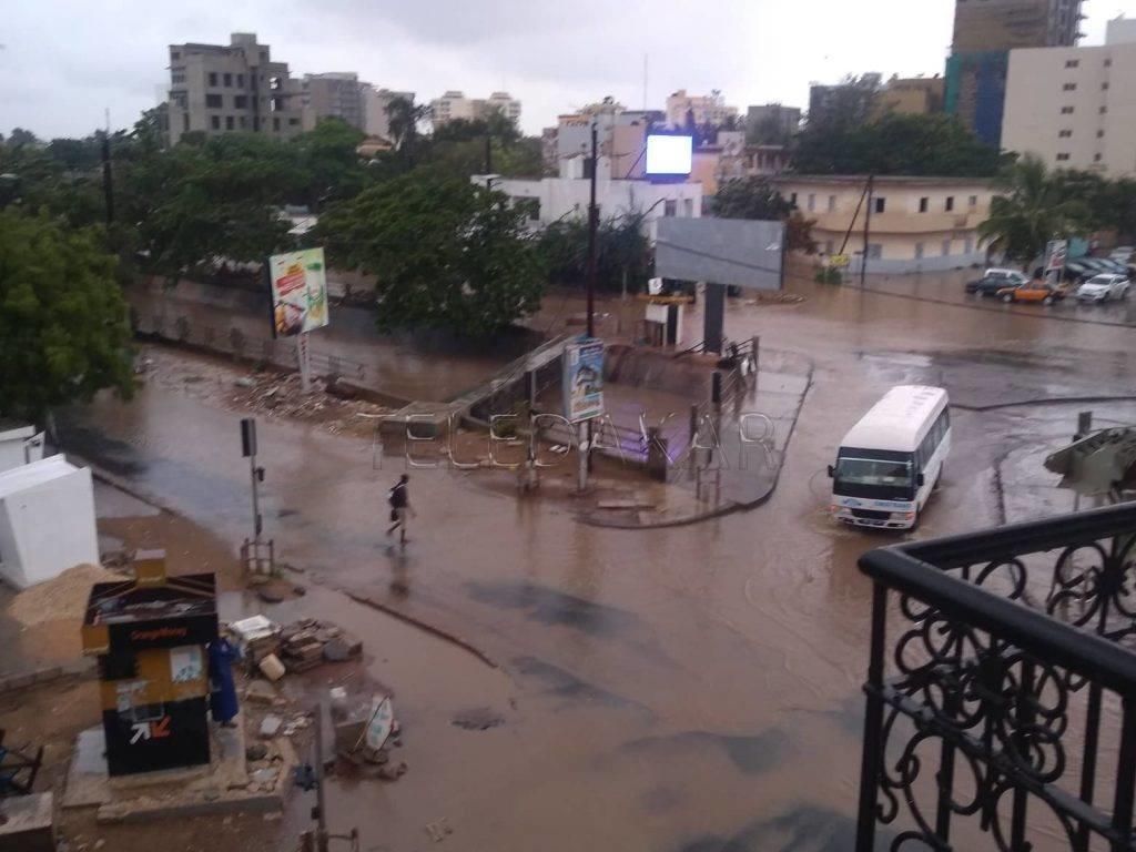 Photos - Forte pluie: depuis 5h, Dakar ne dormait plus  %Post Title