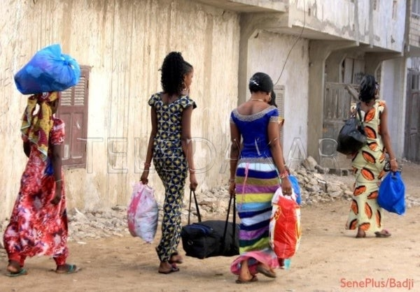 Le calvaire des écolières s'adonnant aux travaux domestiques pendant les vacances