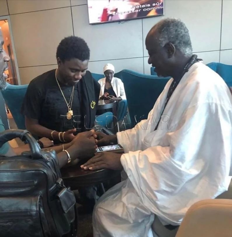 Photos - Quand Wally Seck rencontre Serigne Cheikh Ndigeul Fall  %Post Title