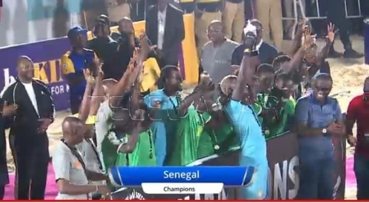 Sénégal devient champion en battant l'angleterre 2 - 3