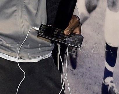 Photos- INSOLITE : Le téléphone de Sadio Mane qui fait le buzz sur la toile %Post Title