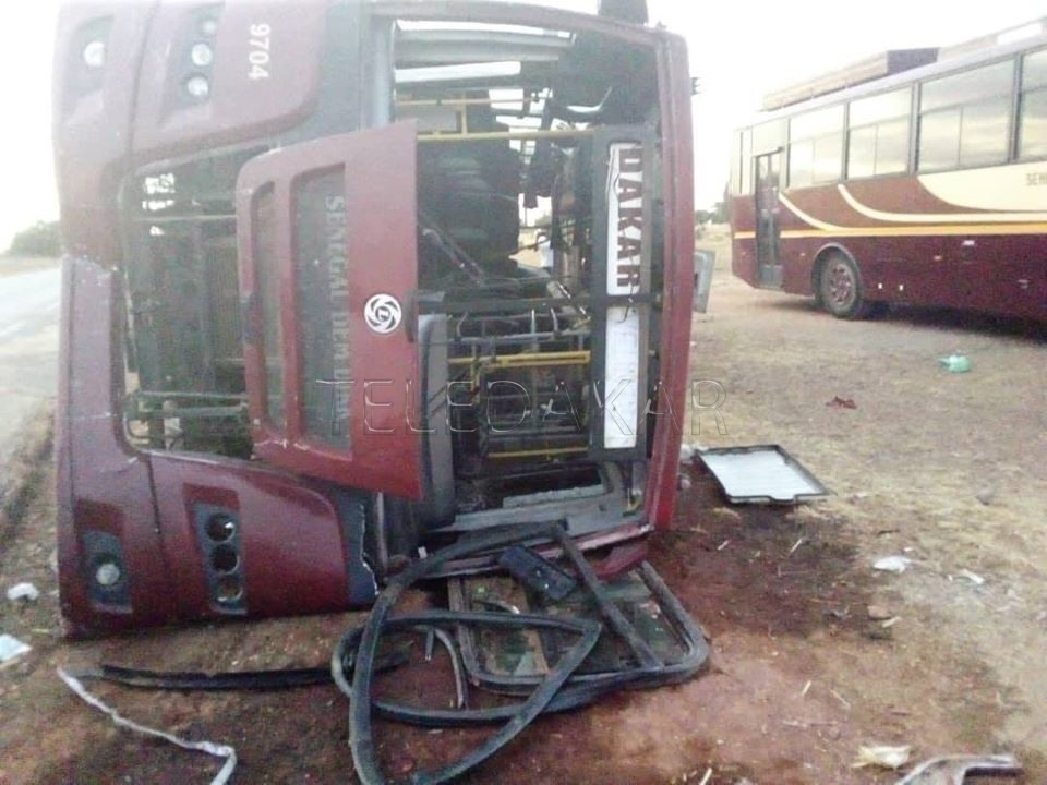 Un bus Sénégal dem dikk se renverse Bilan: 11 blessés dont 03 dans un état grave.