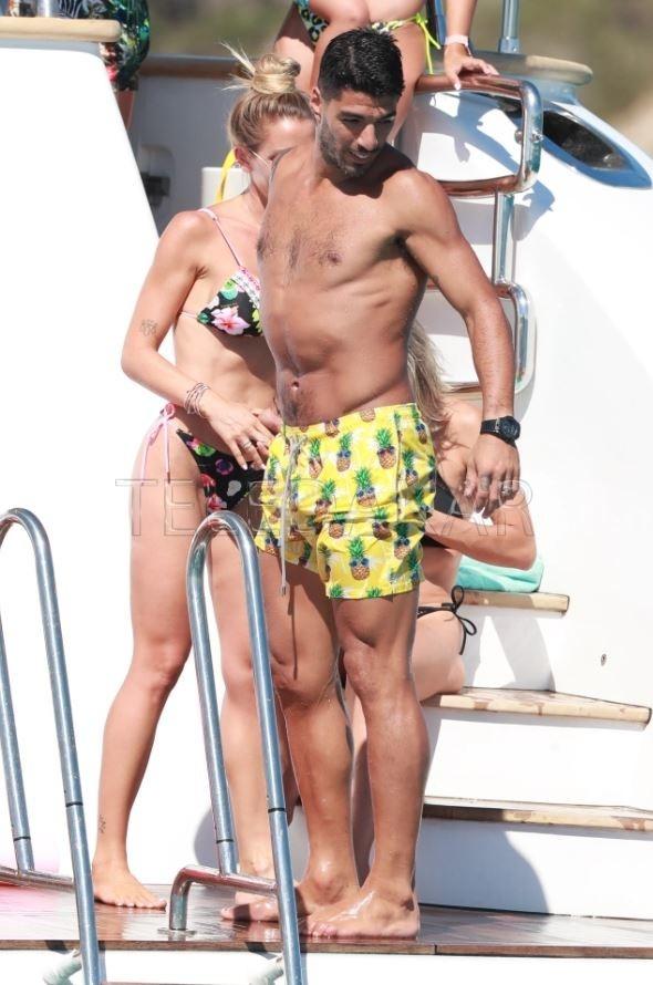 Photos - A peine la saison terminée, Messi et Suarez se retrouvent à Ibiza